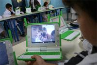 Niños con su laptop