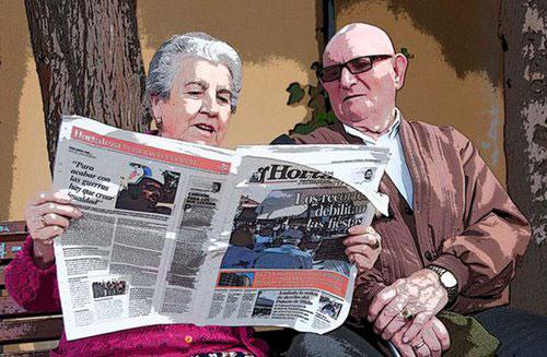 Mayores leyendo Hortaleza Periódico Vecinal
