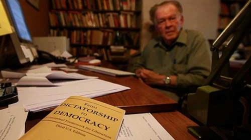 """""""De la dictadura a la democracia"""" de Gene Sharp y su influencia en la primavera árabe"""