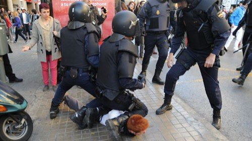 Las cargas policiales de la #PrimaveraEstudiantil en las redes sociales #PrimaveraValencia