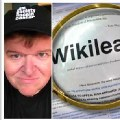 Michael Moore y Oliver Stone defiende en el New York Times a Julian Assange
