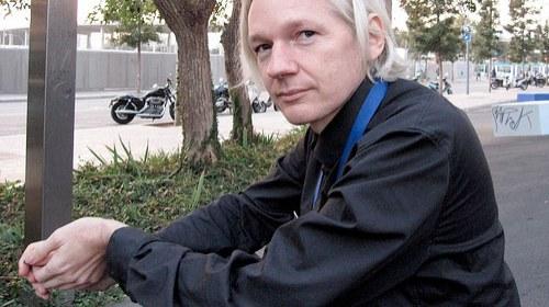 """Julian Assange: """"Facebook es la más terrible máquina de espionaje jamás inventada"""""""
