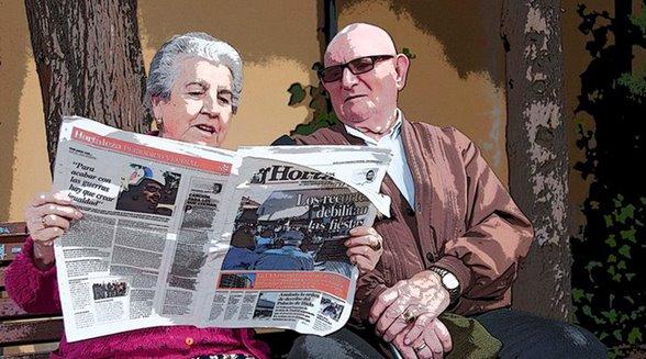 Mayores leyendo Hortaleza Periódico Vecinal|||