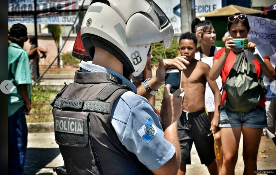 Coletivo Papo Reto: smartphones y redes sociales contra la violencia policial en las favelas
